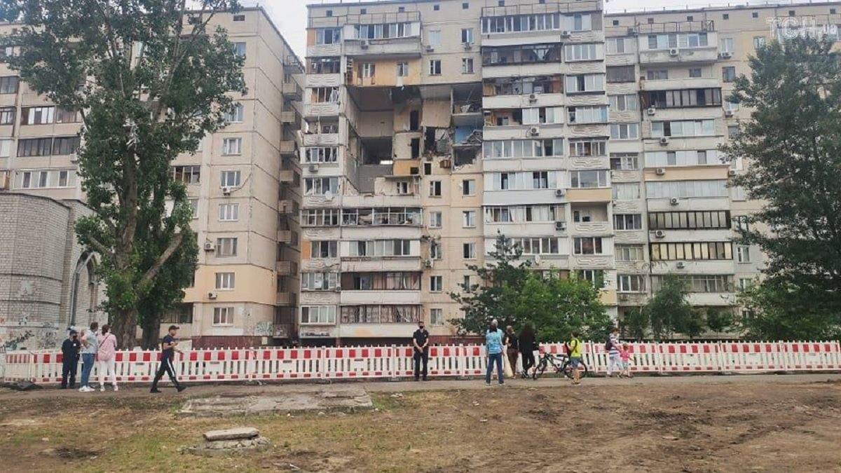 Один из подъездов дома на Позняках признали пригодным для жизни: люди возвращаются домой