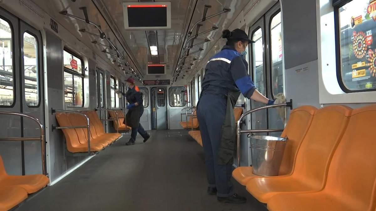 Чи безпечно їздити в метро під час COVID-19: експерти