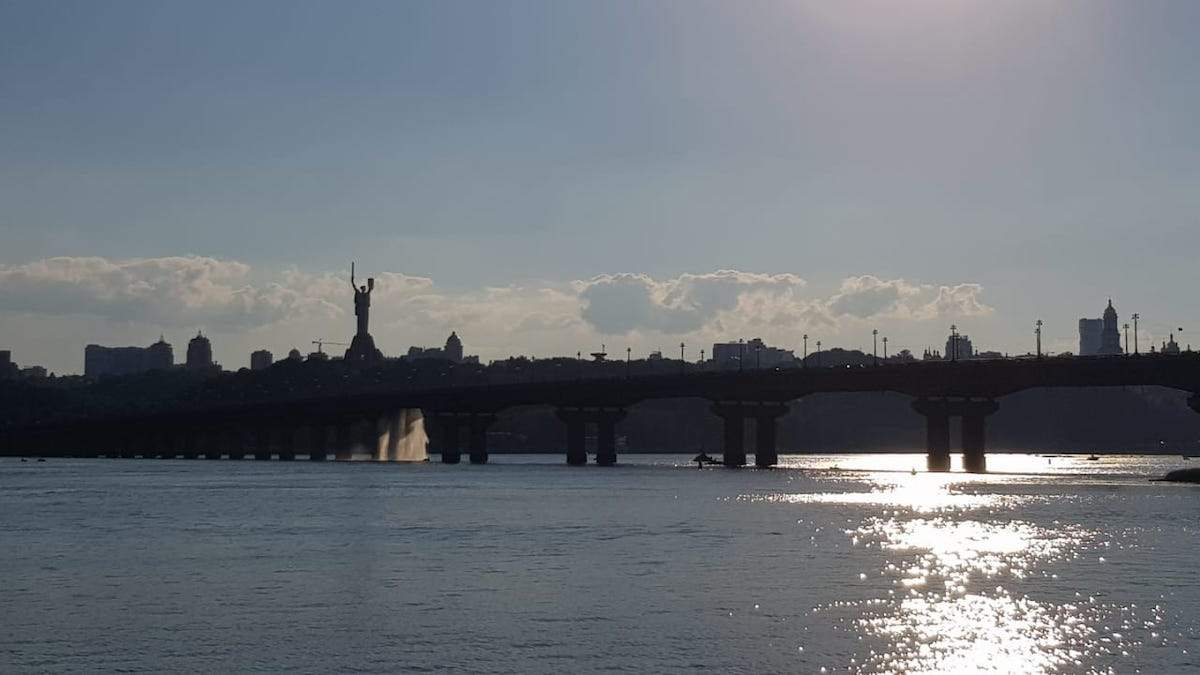 Прорив теплотраси на мосту Патона в Києві 5 липня