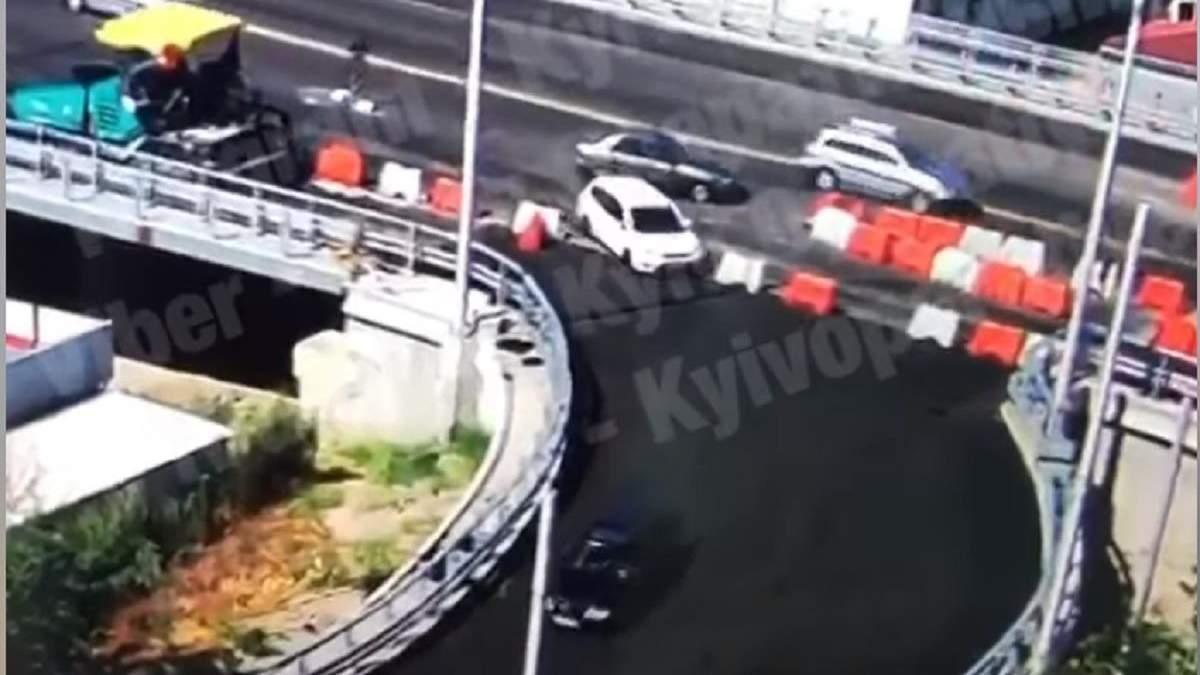 У Києві водії проїхалися по свіжому асфальту – відео