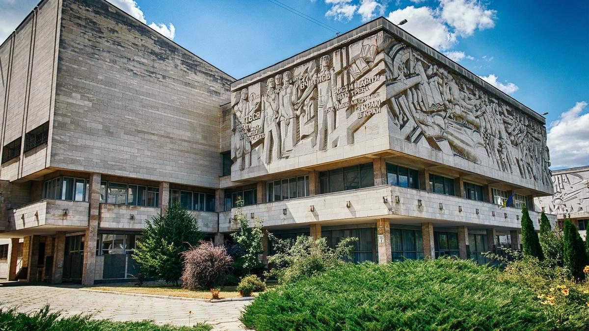 Здание является образцом советского модернизма