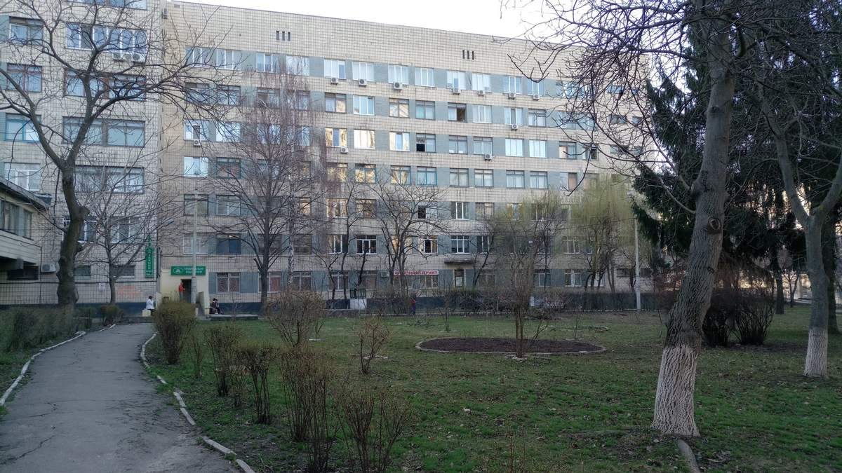 Самогубства хворих з коронавірусом у Києві у лікарні 4: фото