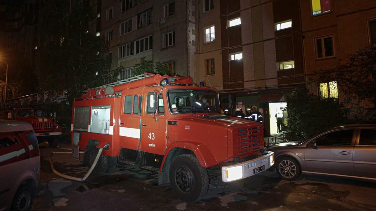 В Киеве на Правды вспыхнул серьезный пожар: мужчина поджег собственную квартиру – его ребенок погиб (иллюстративное фото)
