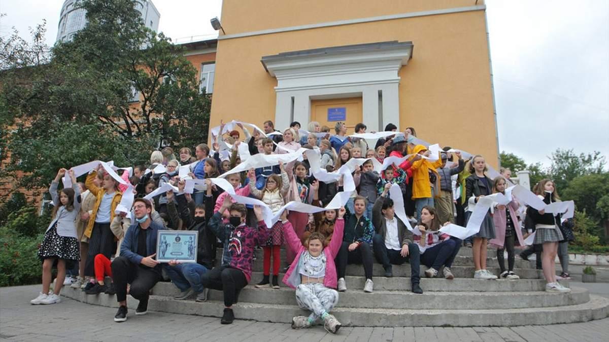 Поздравления учителям попало в Книгу рекордов Украины: яркие фото