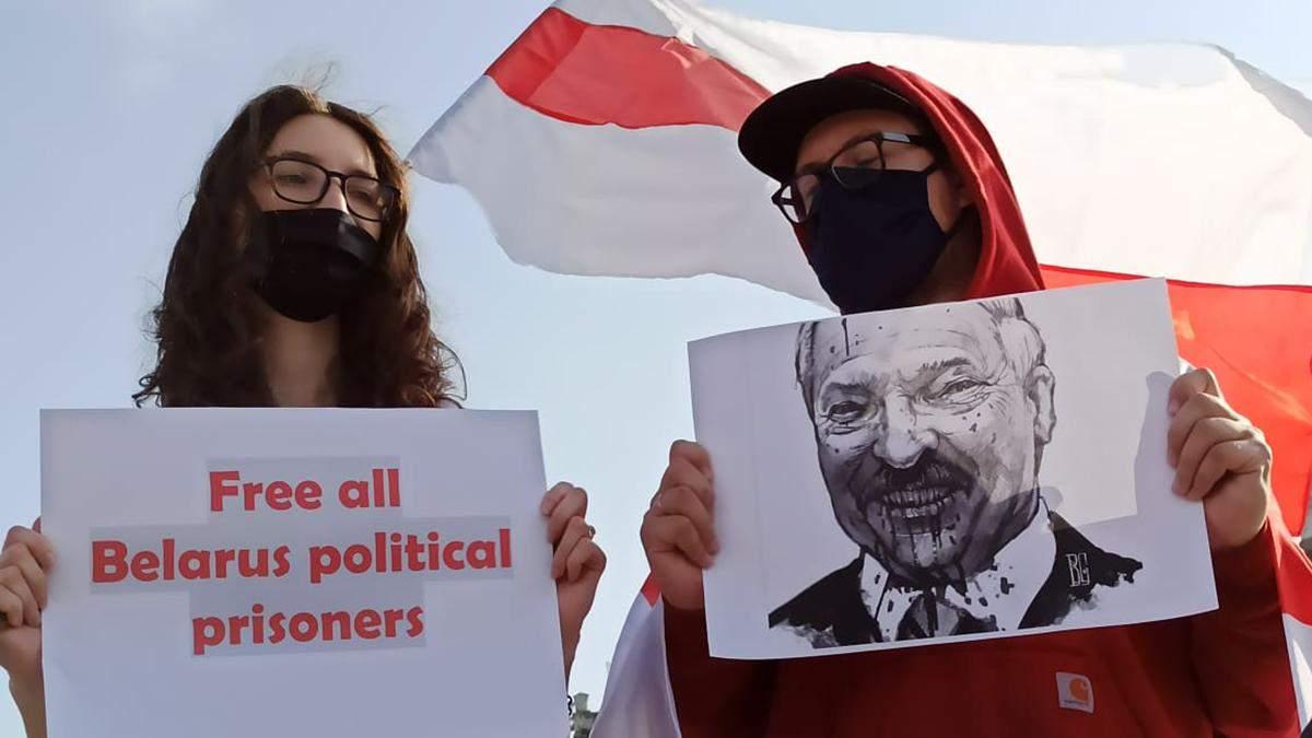 На Майдані Незалежності в Києві 11 жовтня 2020 пройшла акція солідарності з білоруськими політв'язнями: фото, відео