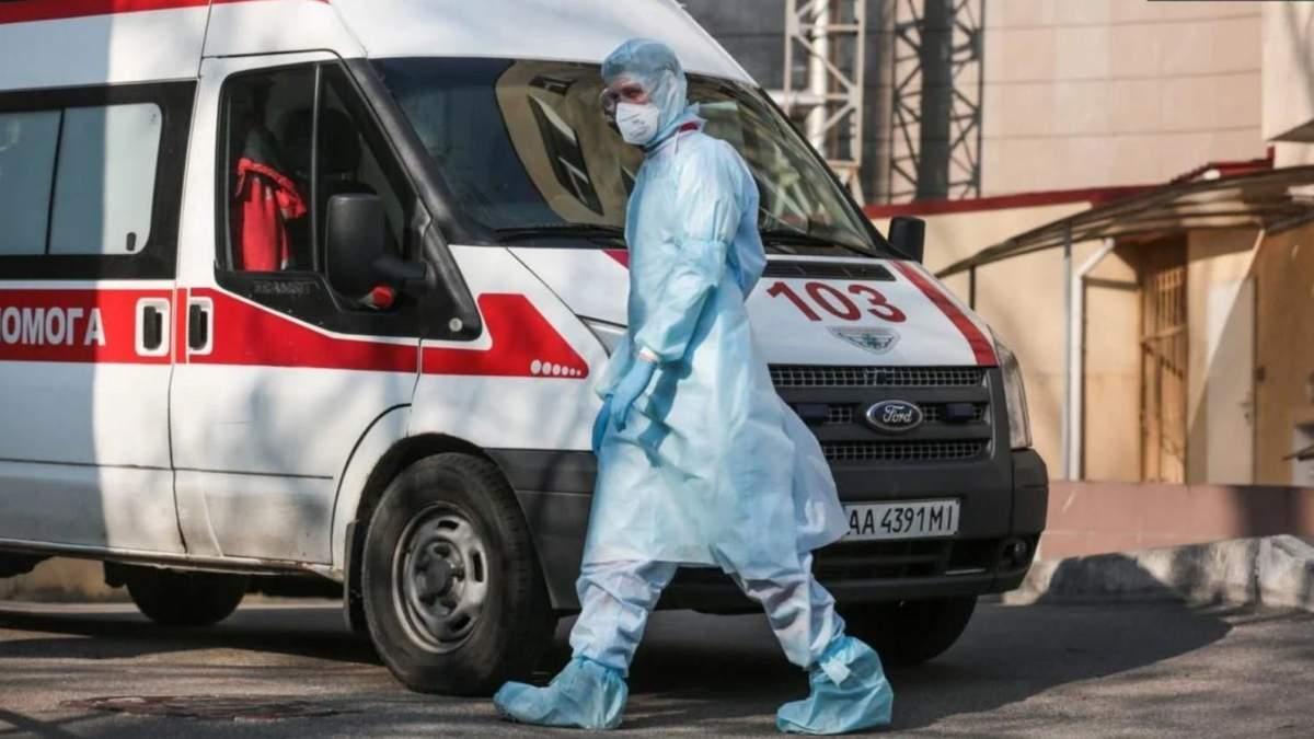 У Києві знову черги в ліарню із швидких: везуть пацієнтів з COVID-19