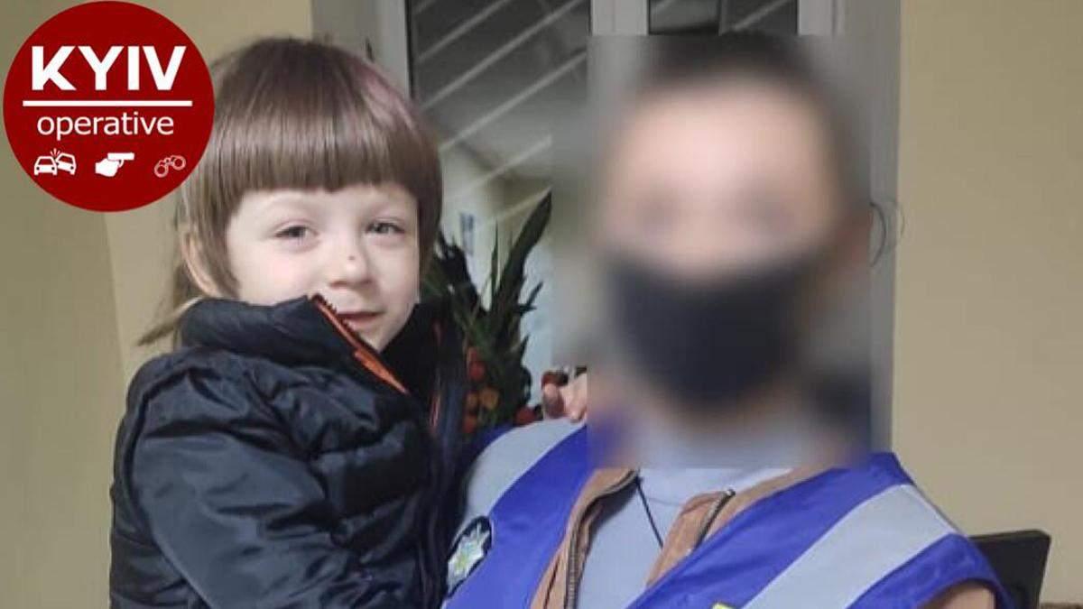 У Києві батьки залишили 5-річну дівчинку в парку: її забрала поліція