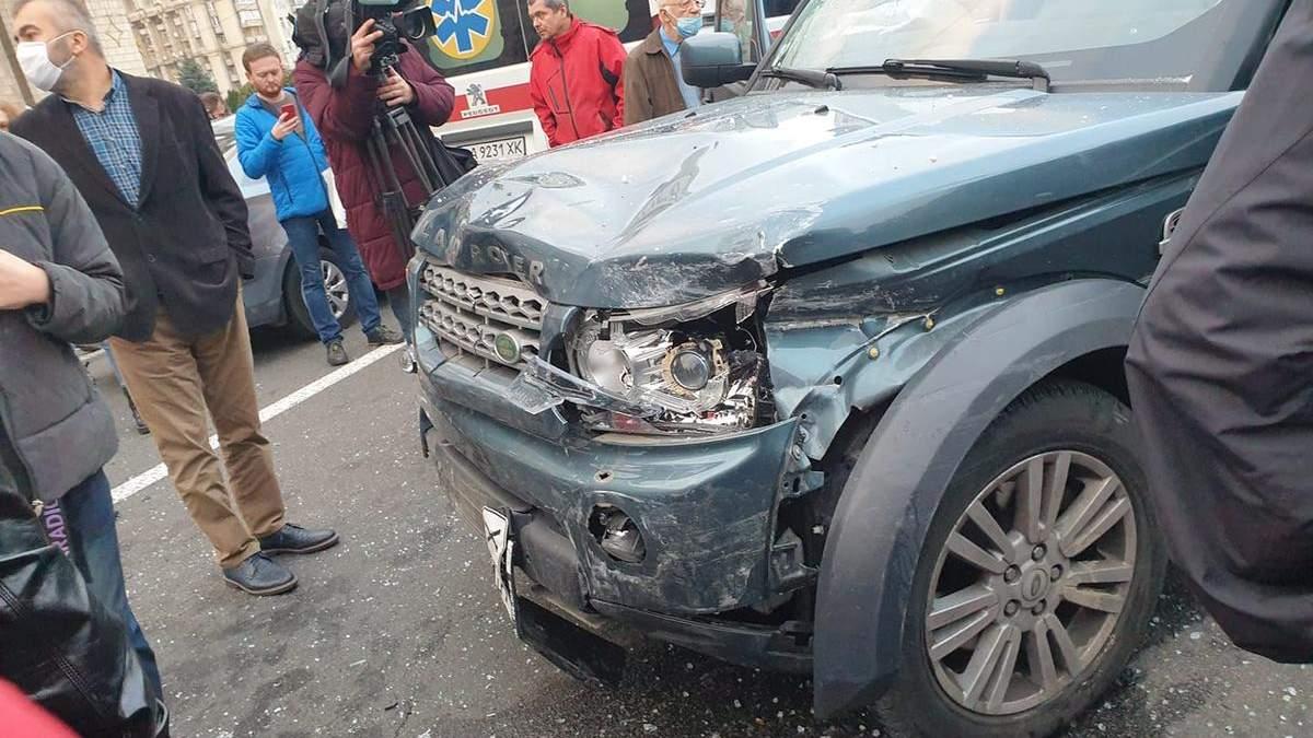 На Майдані у Києві позашляховик на величезній швидкості збив людей, є загиблі: відео 18+