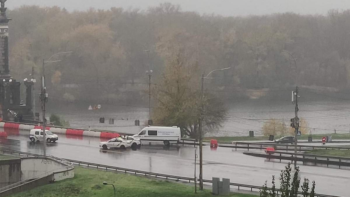 Почему перекрыт мост Патона в Киеве 01.11.2020: возможно заминирование