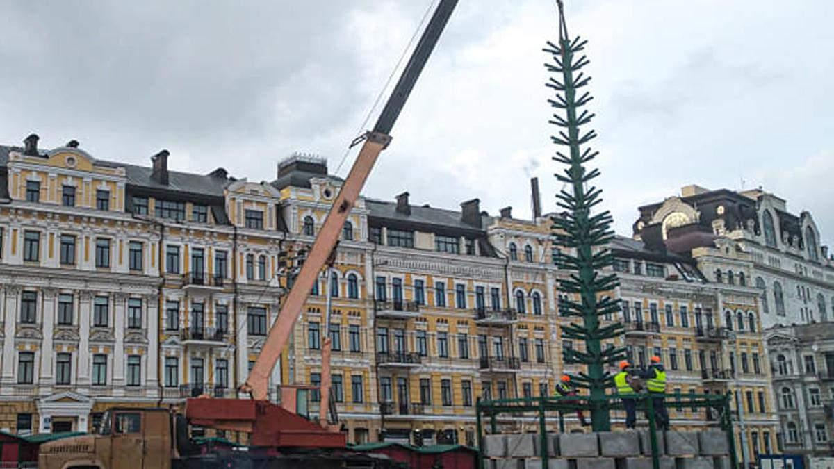 В Киеве уже установили каркас главной елки страны - фото