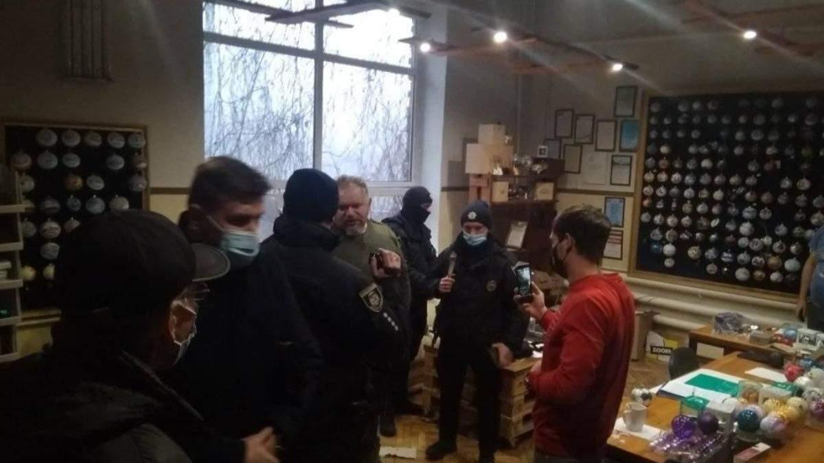 На Клавдиевскую фабрику, где делали игрушки для России, пришла СБУ