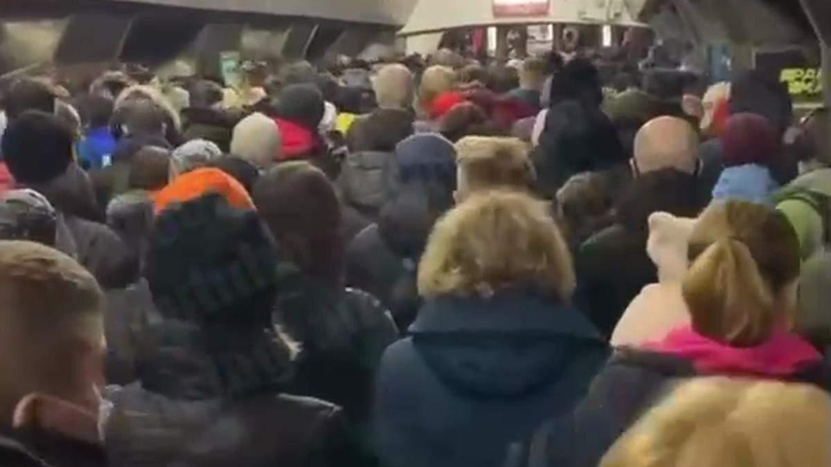 Через замінування Майдану Незалежності у метро Києва утворився натовп