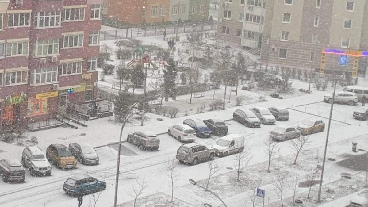Київ засипало снігом