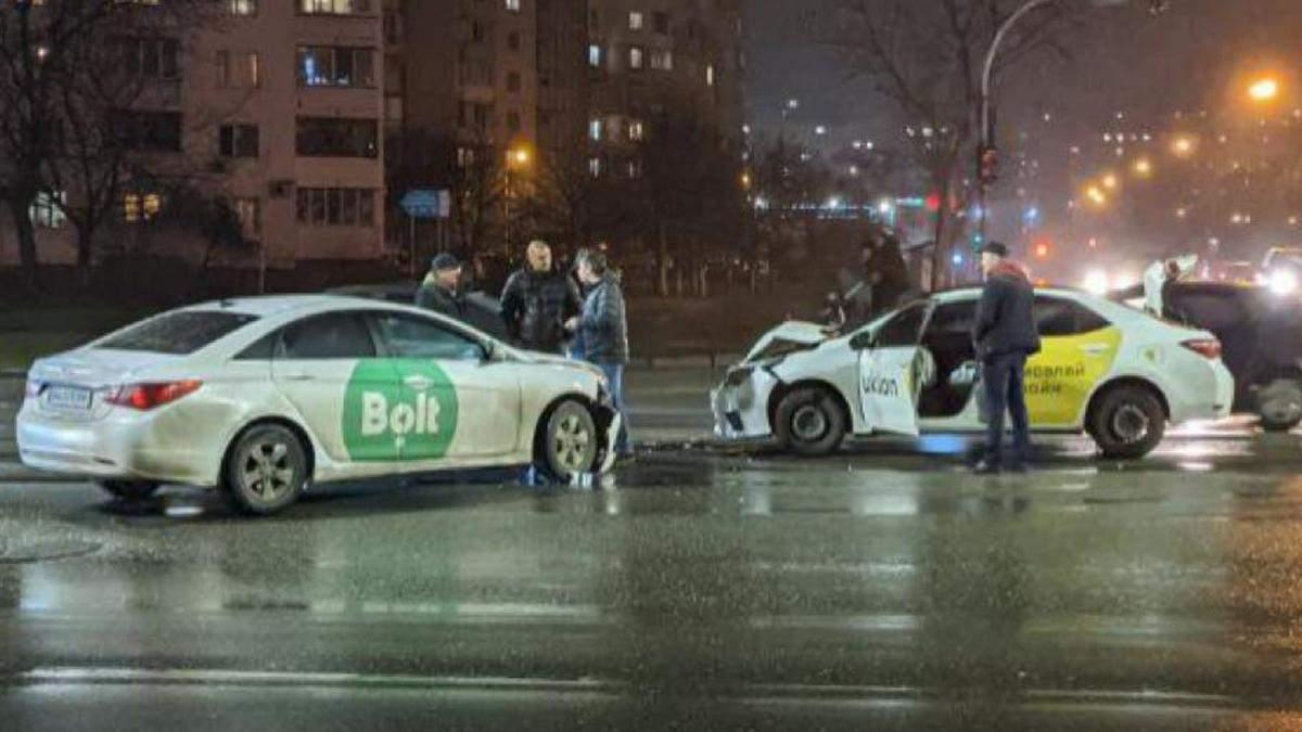У Києві зіткнулись таксисти Bolt та Uklon - Київ