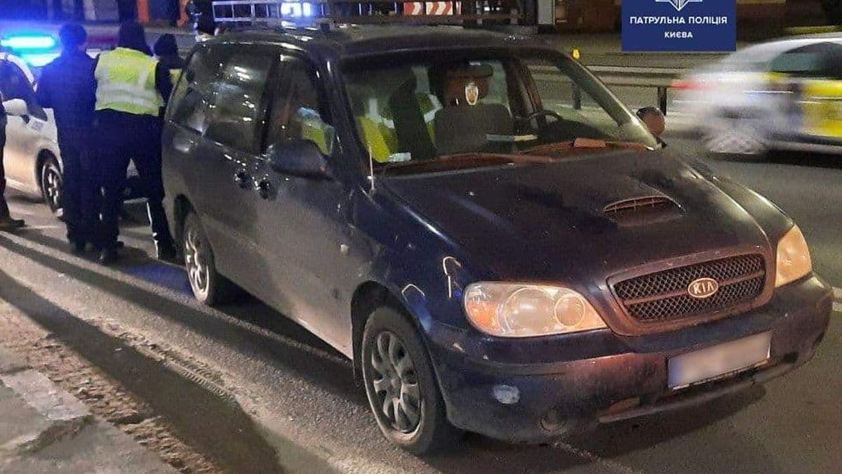 Навіть не згадав все, що вживав: у Києві патрульні зупинили вкрай нетверезого водія – фото