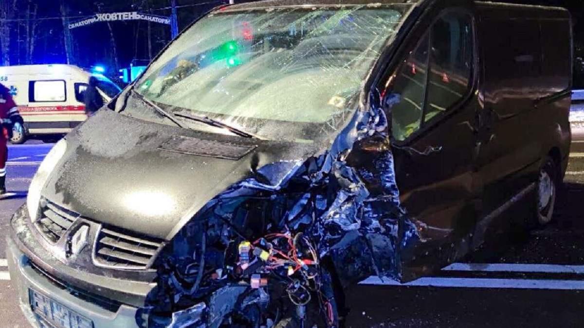 Под Киевом пьяный водитель врезался в машину: семья с младенцем чудом выжила – фото