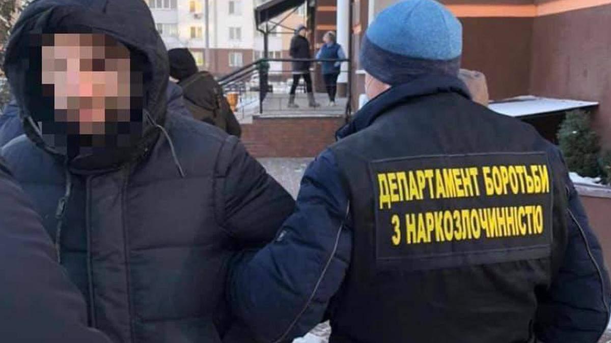 Продавав липові довідки про COVID-19: у Києві впіймали шахрая