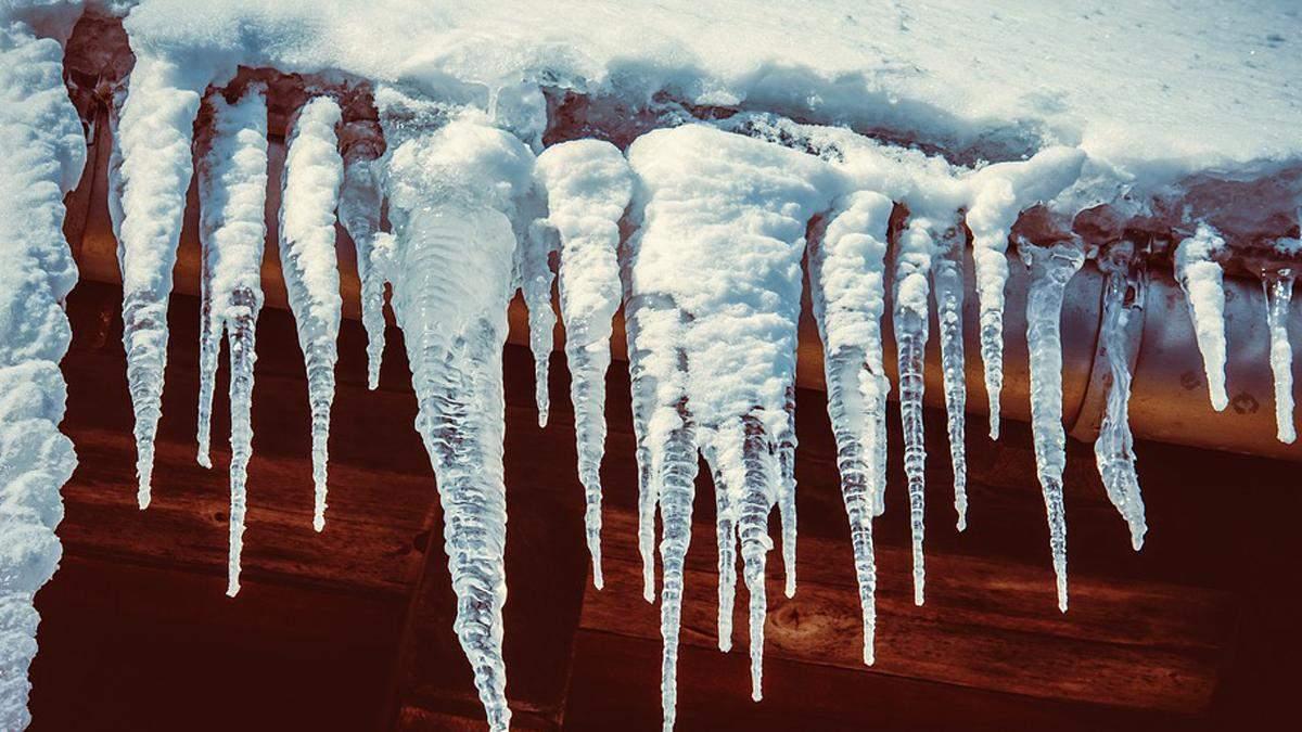 В Киеве из-за перепадов температуры будут падать сосульки