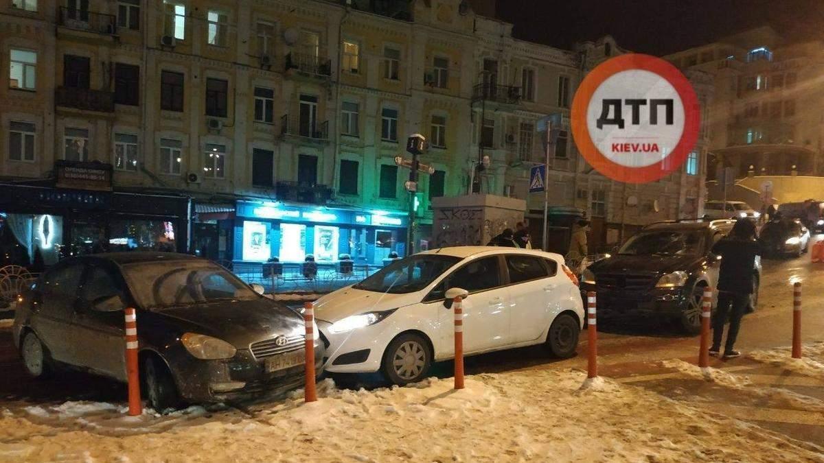 В центре Киева произошла масштабная авария с 6 машинами