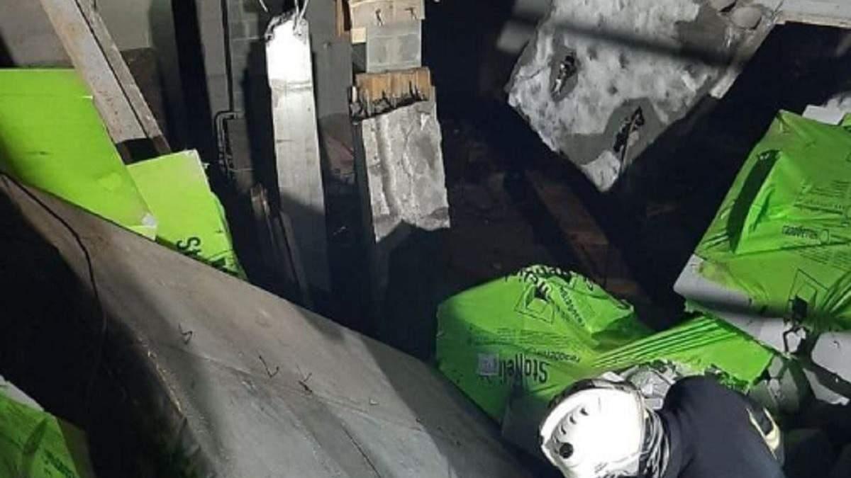 В Киеве на строительстве обрушилась крыша: под завалами были рабочие