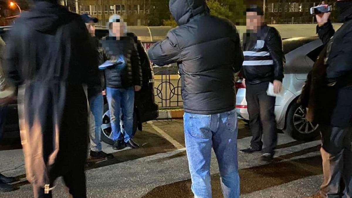 В Киеве будут судить 2 полицейских, которые требовали выдуманный долг