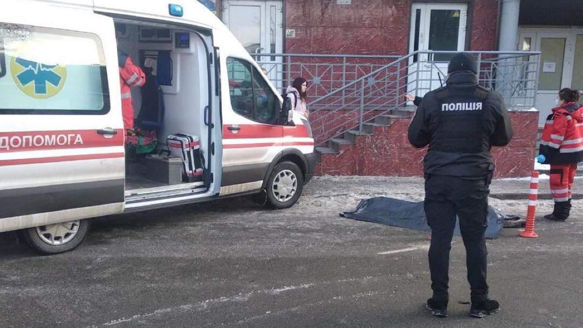 В Киеве с 17 этажа выпрыгнула 13-летняя девочка: фото