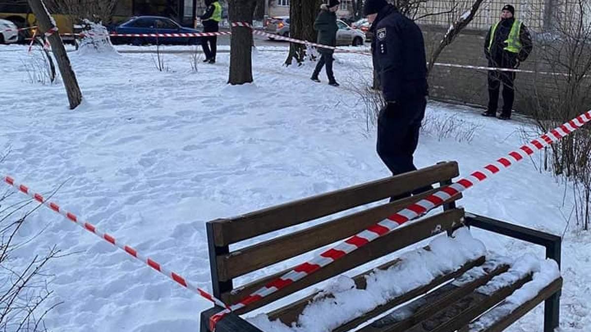 Киевлянин устроил стрельбу по прохожим из собственного балкона, его задержали патрульные: фото