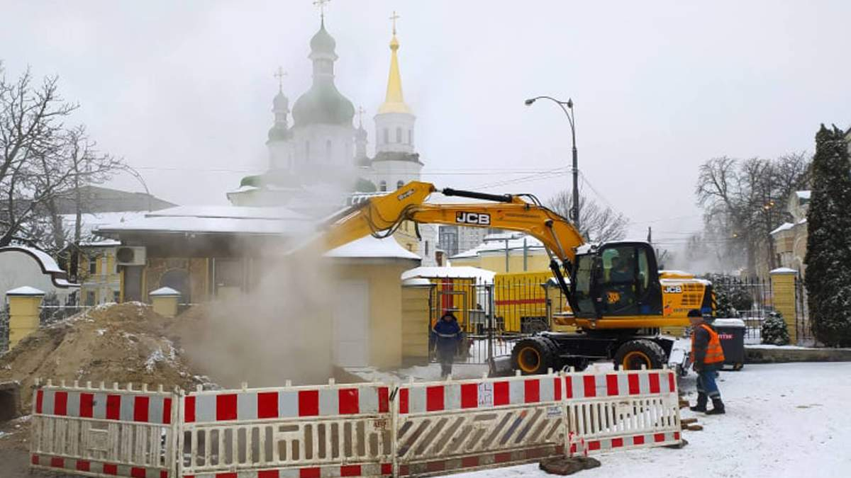 У центрі Києва через порив мережі без тепла й води залишилось 86 будинків