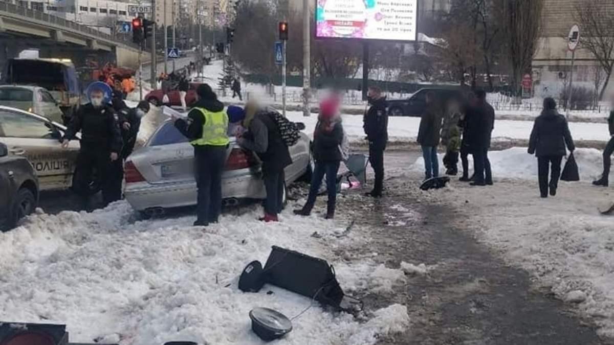 ДТП в Киеве: 22-летний водитель наехал на пешеходов