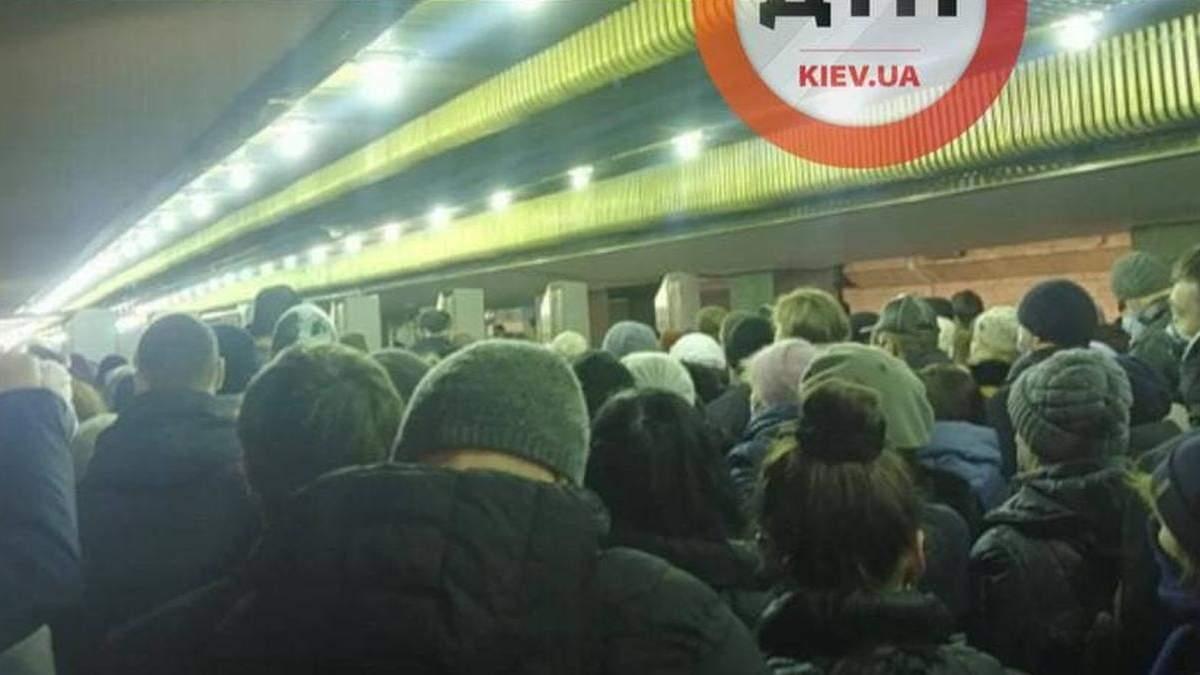 22 февраля в метро Киева образовалась ужасная давка