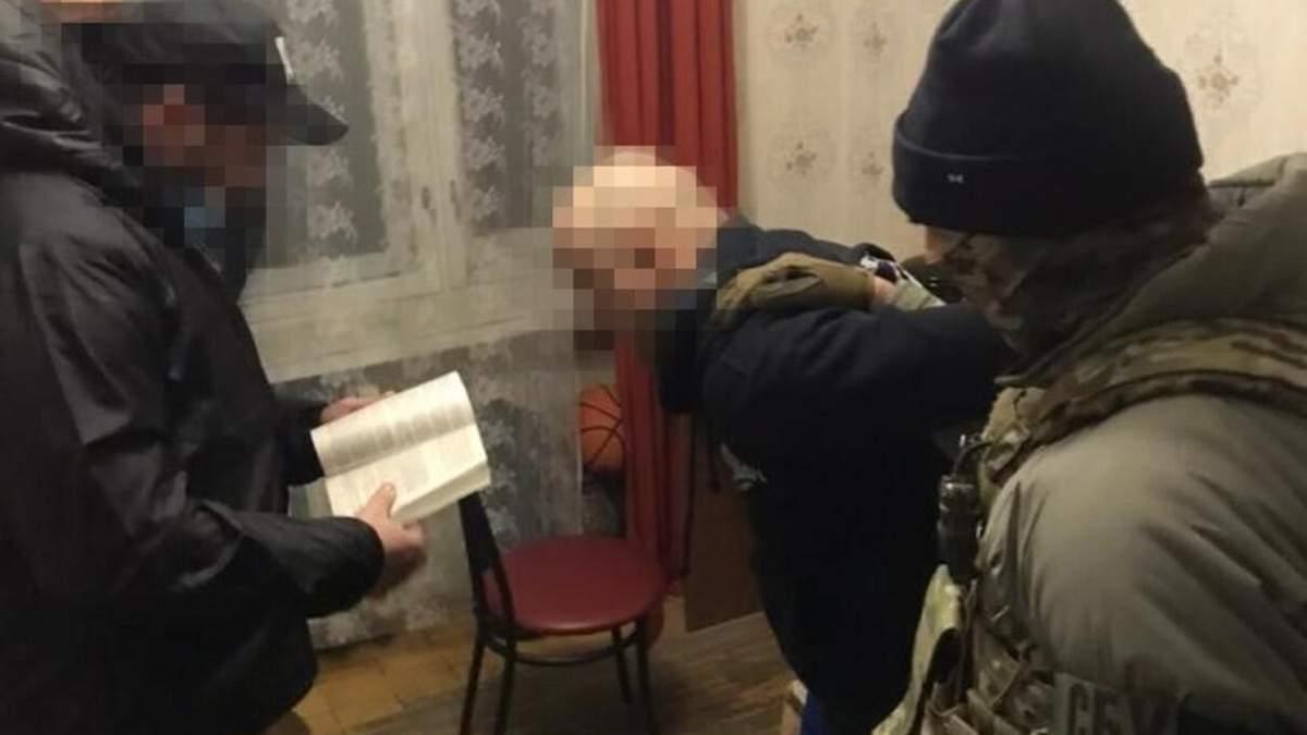 Налоговик из Киева передавал боевикам гостайны