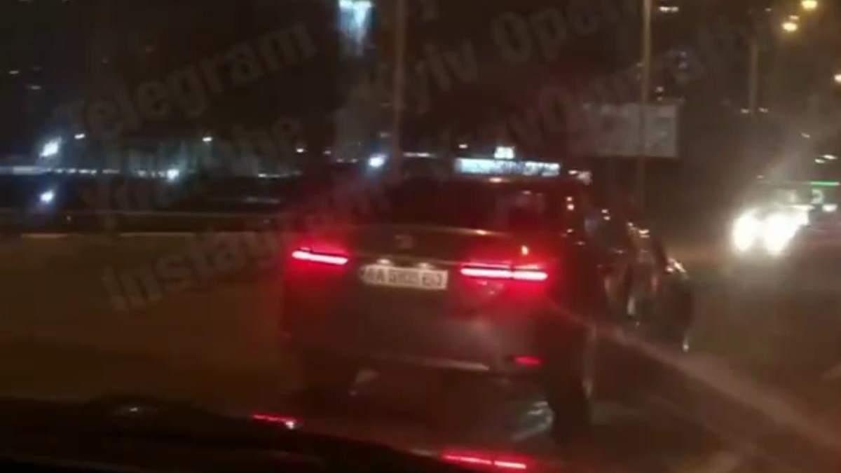 У Києві водій легковика спровокував ДТП та втік, міг бути нетверезим