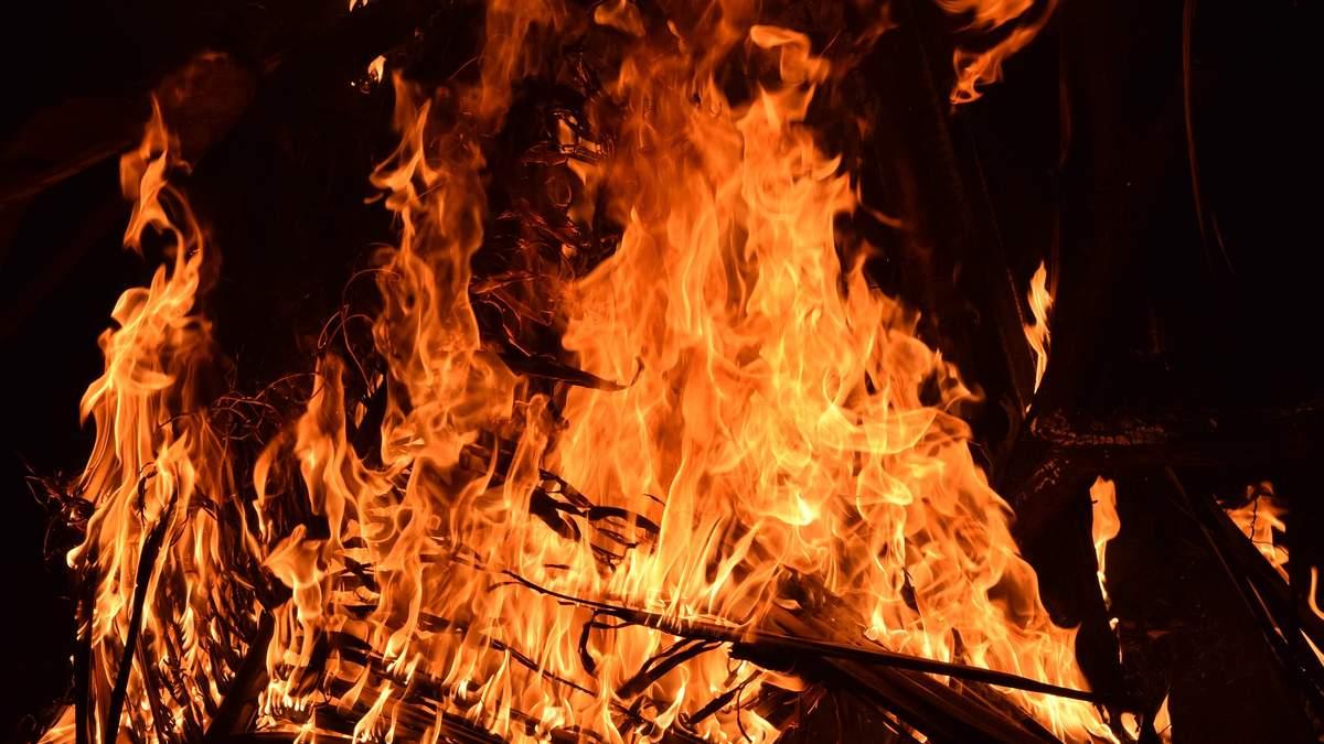 Ночь огня в Киеве: пылает еще один объект - склад на заводе Квазар