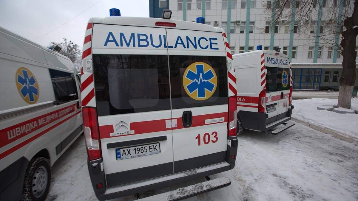 У Києві на жінку впала плитка у підземному переході