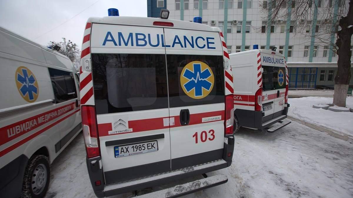 В Киеве на женщину упала плитка в подземном переходе