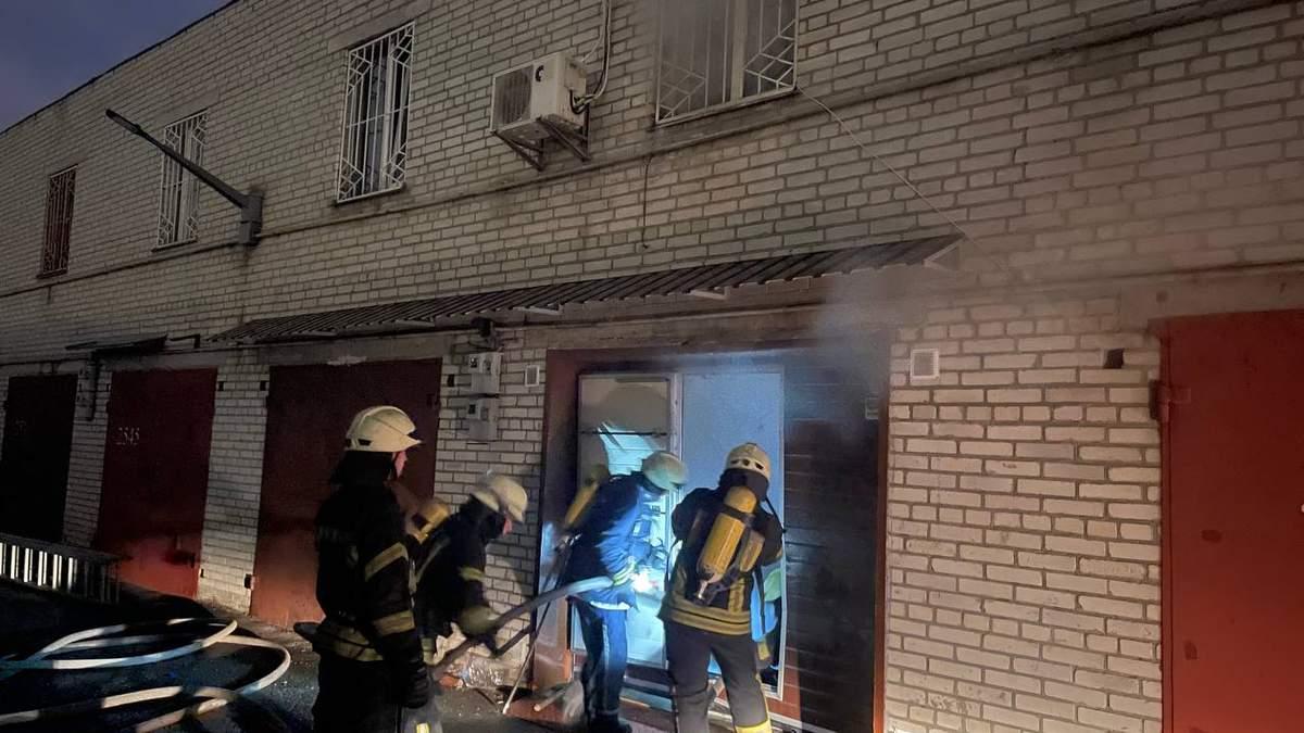 У Києві на Троєщині пара вчаділа у сауні: організували її у гаражі