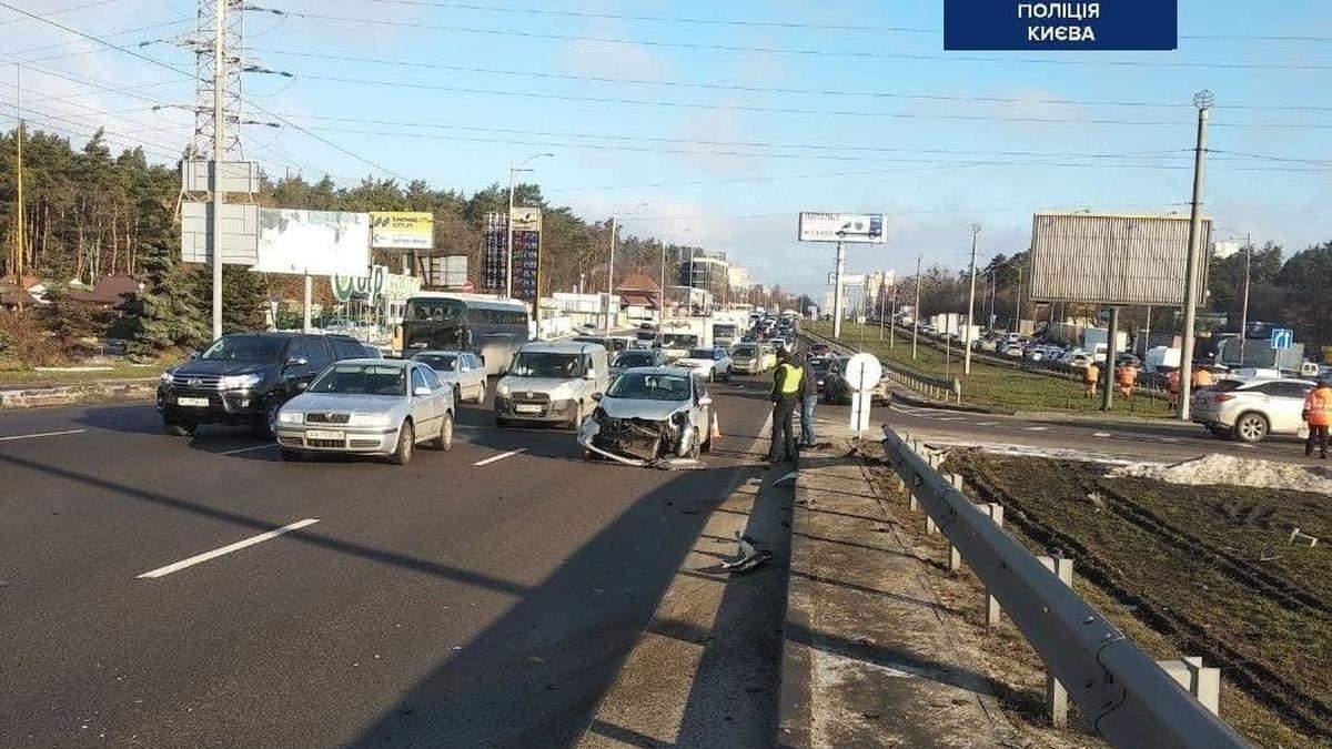 В Киеве на Окружной из-за дерзкого нарушения случилась жесткая авария