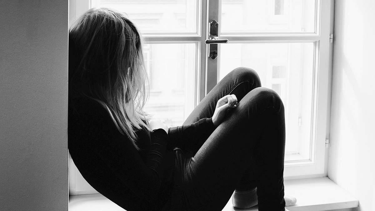 Чергове дитяче самогубство: у Києві школярка вистрибнула з 18 поверху