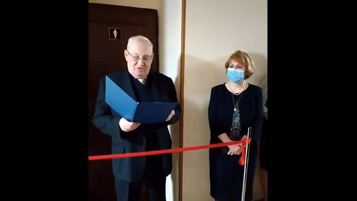 У Києві в університеті на 8 березня урочисто відкрили жіночий туалет