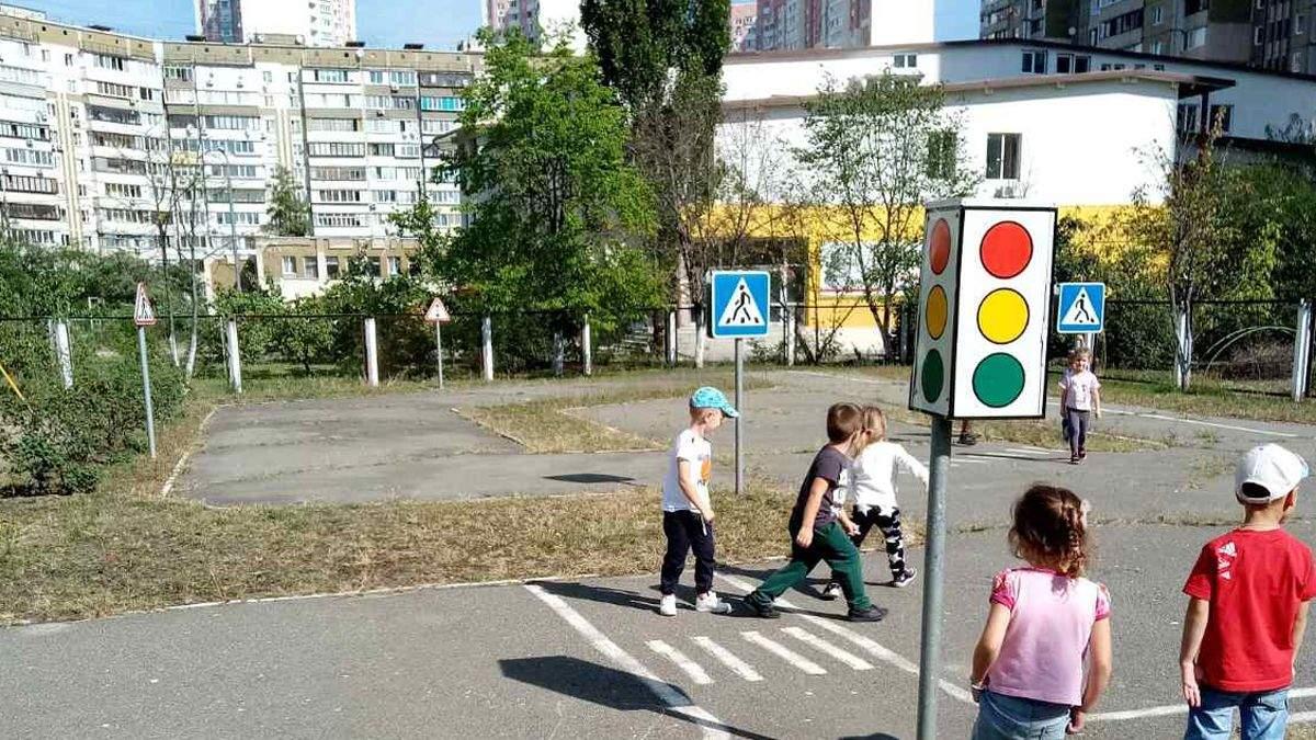 В Киеве в садике мальчиков наказывают за то, что они писают стоя