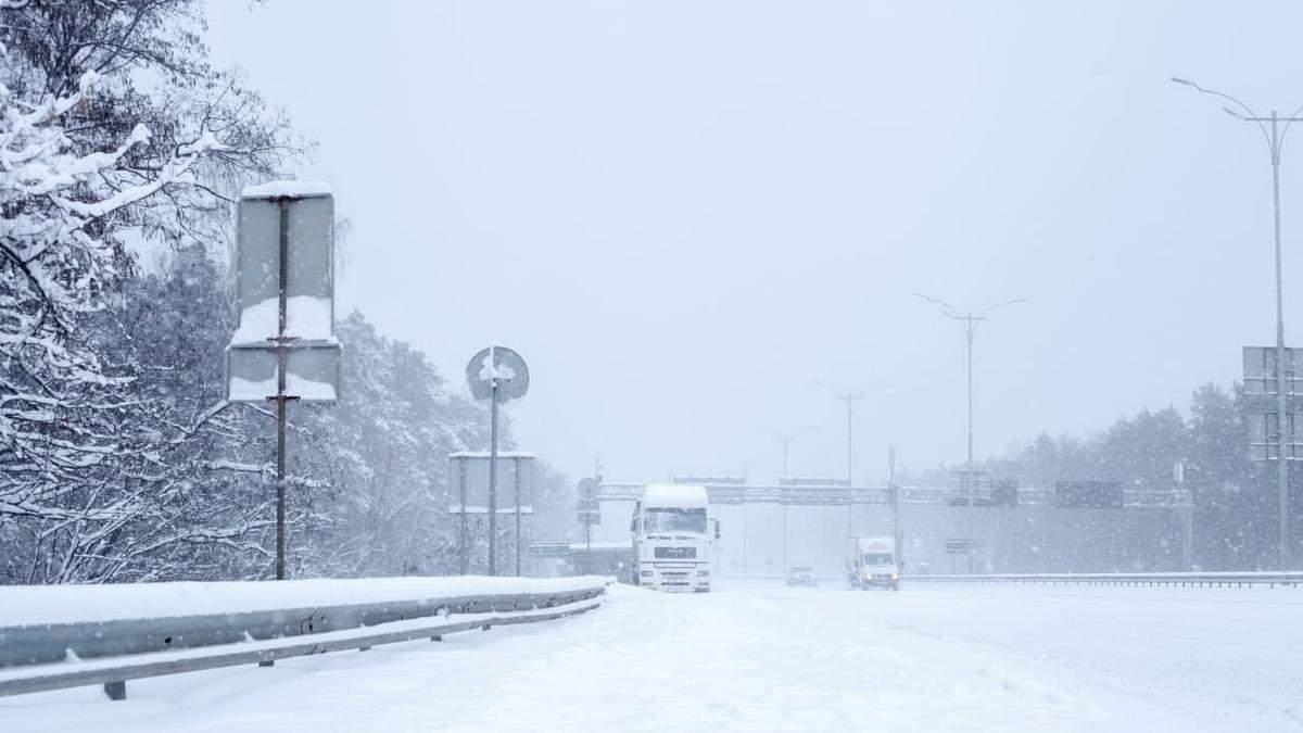 Київ терміново зачинять для вантажівок та фур