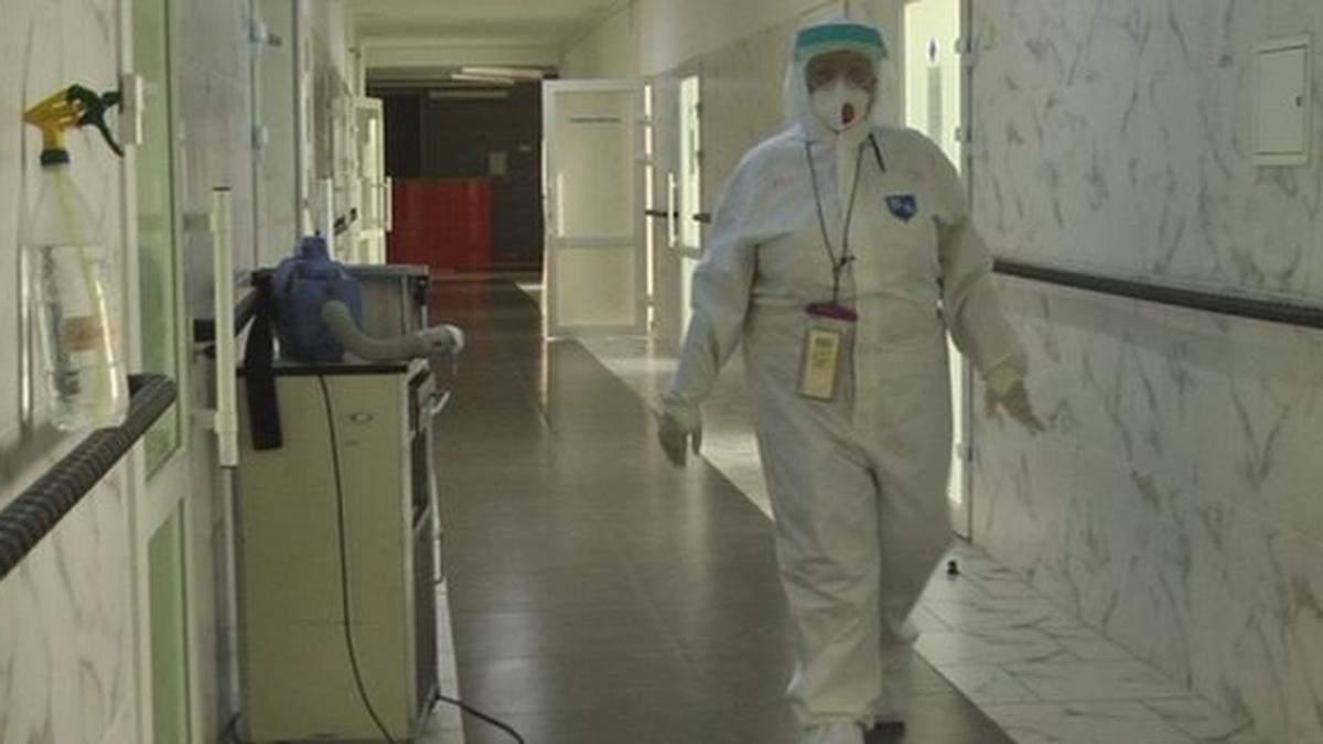 Все опорные больницы Киева переполнены, пациентов кладут в коридорах