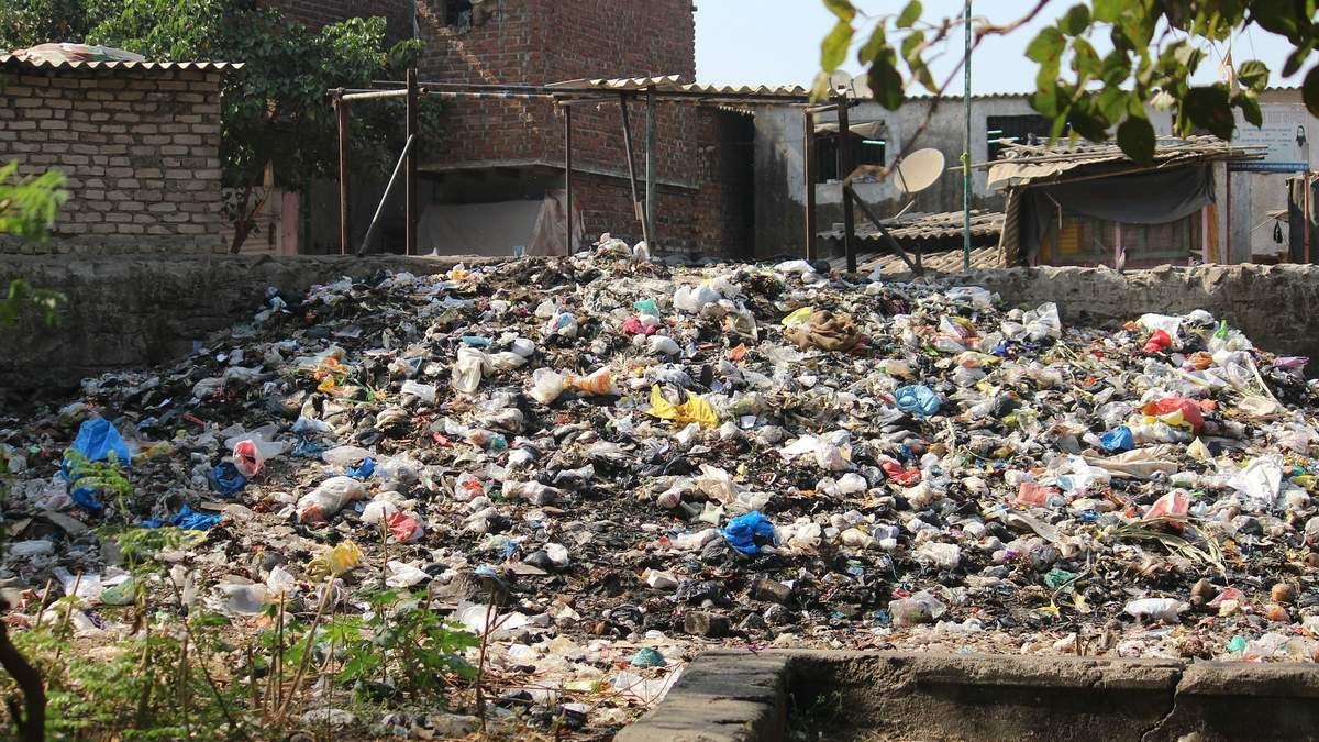 На Київщині з допомогою супутників знайшли 57 незаконних сміттєзвалищ