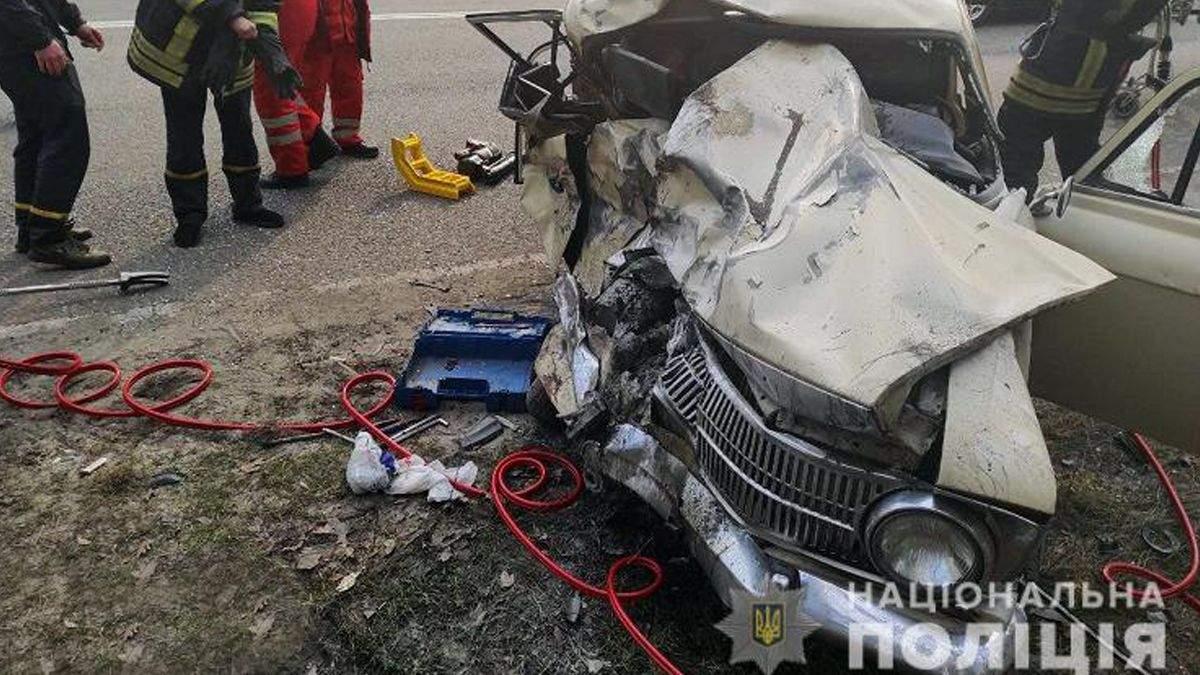 У Києві у катафалк врізався москвич: 2 людей загинули одразу