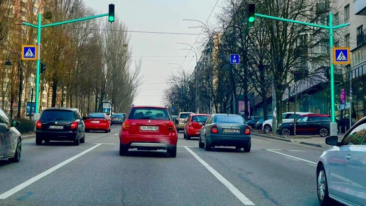 В Киеве появился первый светофор со светодиодными модулями