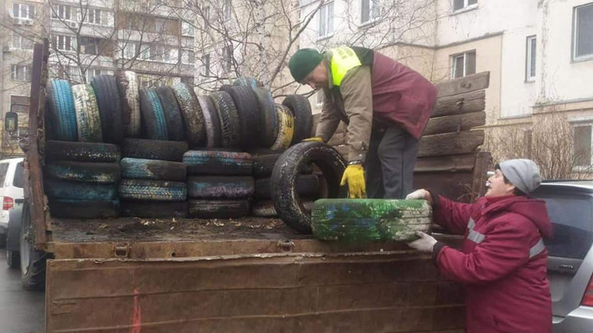 В Киеве очищают дворы от автошин: в каких районах продолжаются работы