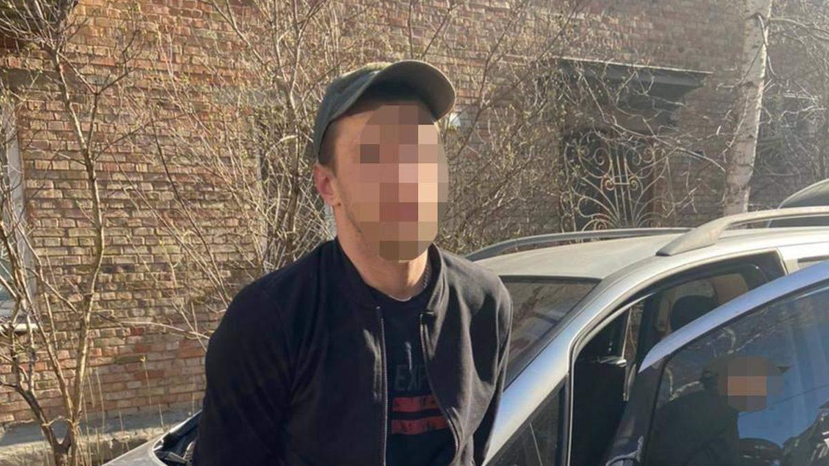 Полиция поймала того, кто облил зеленкой Киевблагоустройство