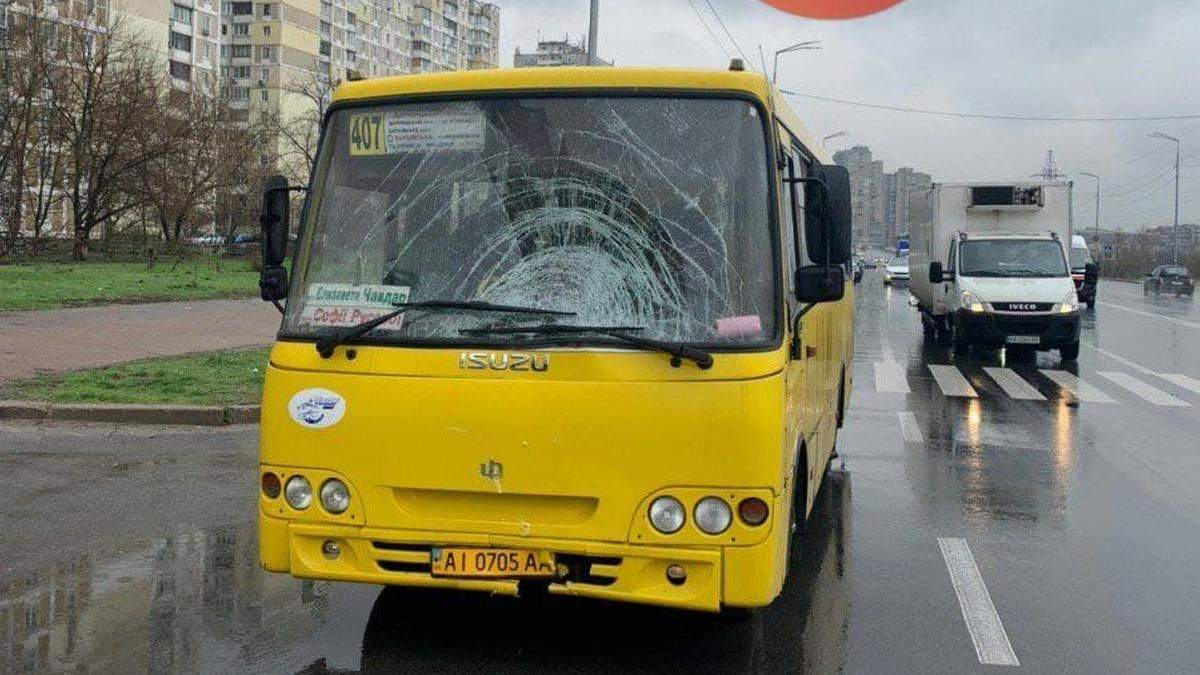 На Позняках в Киеве маршрутка насмерть сбила женщину