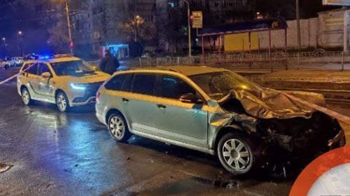 Тікав від копів та протаранив таксі: у Києві вводили план-перехоплення через викрадення людини