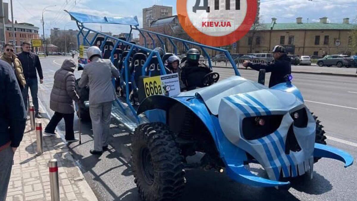 В Киеве курсирует  антиковидная маршрутка № 666: курьезные фото